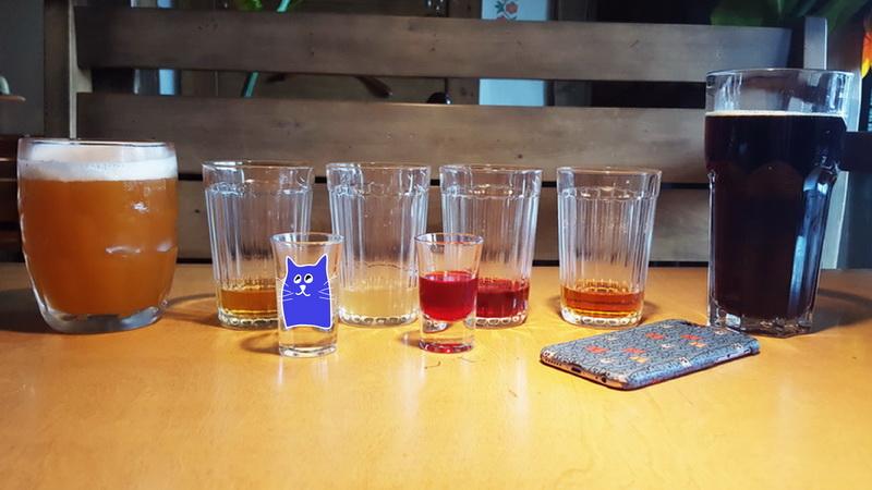 Два бокала, четыре стакана и две рюмки