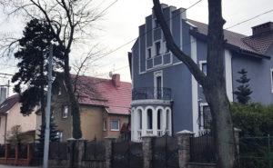 серый дом
