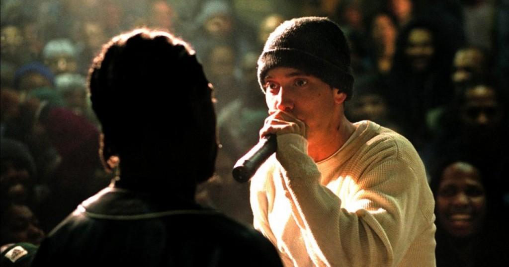Чнловек с микрофоном и в шапке и еще один