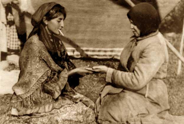 «Читаю судьбу по пользовательским сценариям», фото 1927 года, источник.