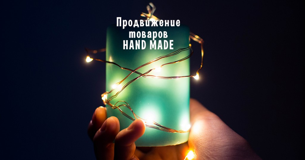 Зеленый фонарик в руке