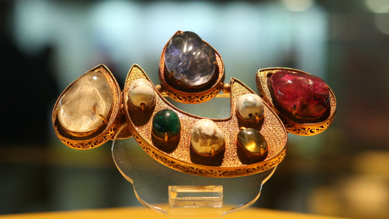 `Xin' Shape Jewellery from Ming Dynasty Tombs, (1368–1644)