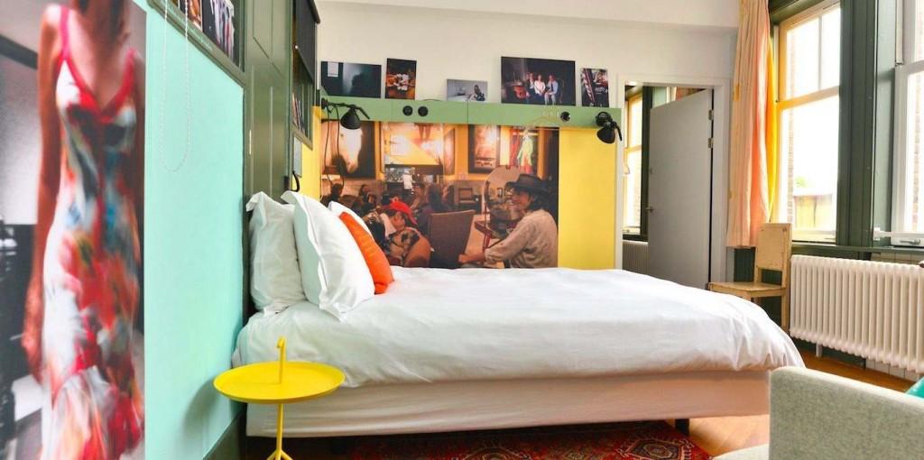 Амстердамский отель Lloyd. Все комнаты разные и стилистически объединены только мелкими предметами. Вдобавок отель позиционирует себя как Cultural Embassy