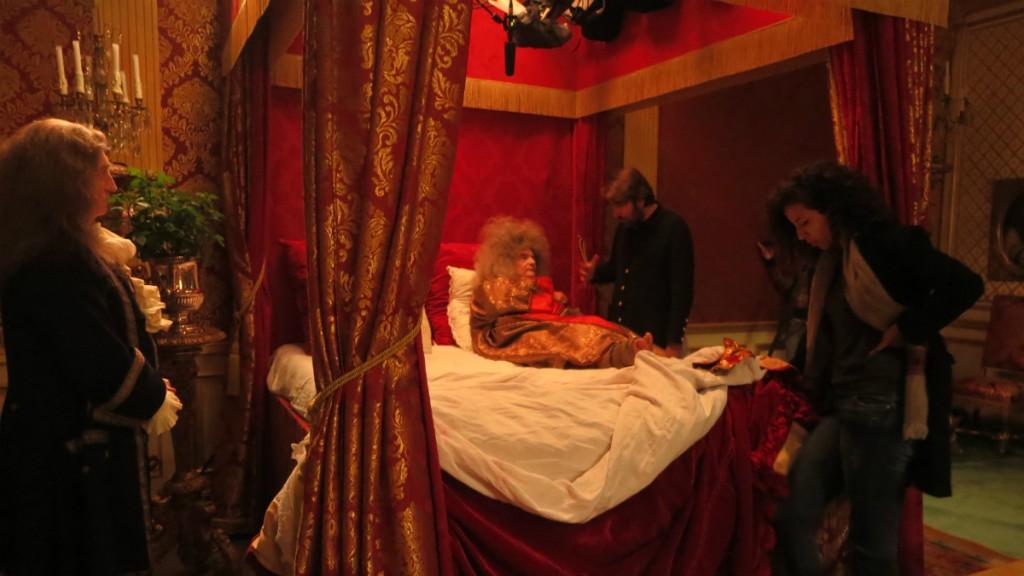 Рабочие кадры фильма «Смерть Людовика XIV». Короли рождались, жили и умирали публично — и не всем такое подходит