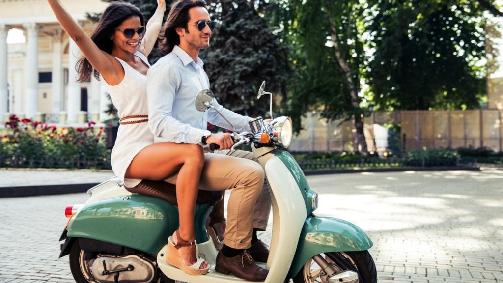 Парень и девушка на мотороллере