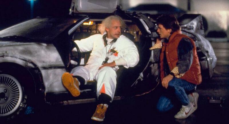 Два мужчины у авто