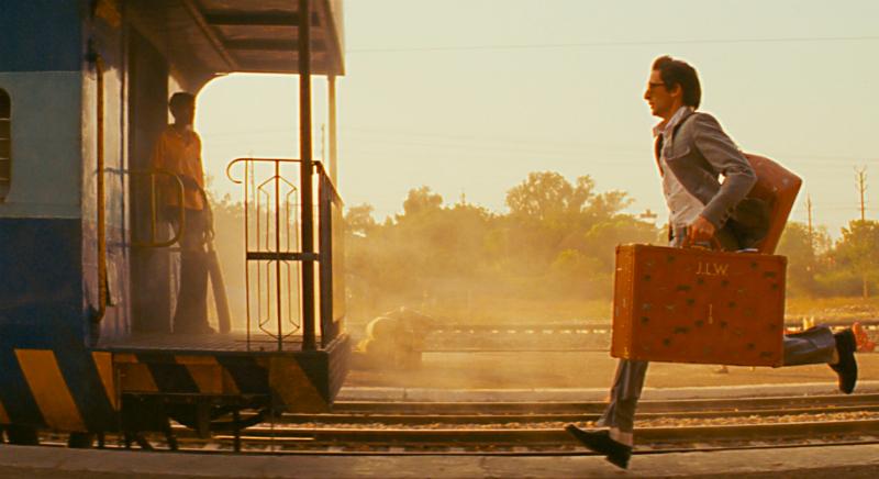 Человек бегущий за поездом