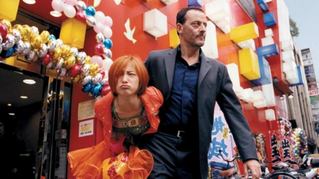 Мужчина и рыжая девушка